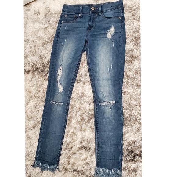 Express | Destroyed & Fringe Crop Jeans